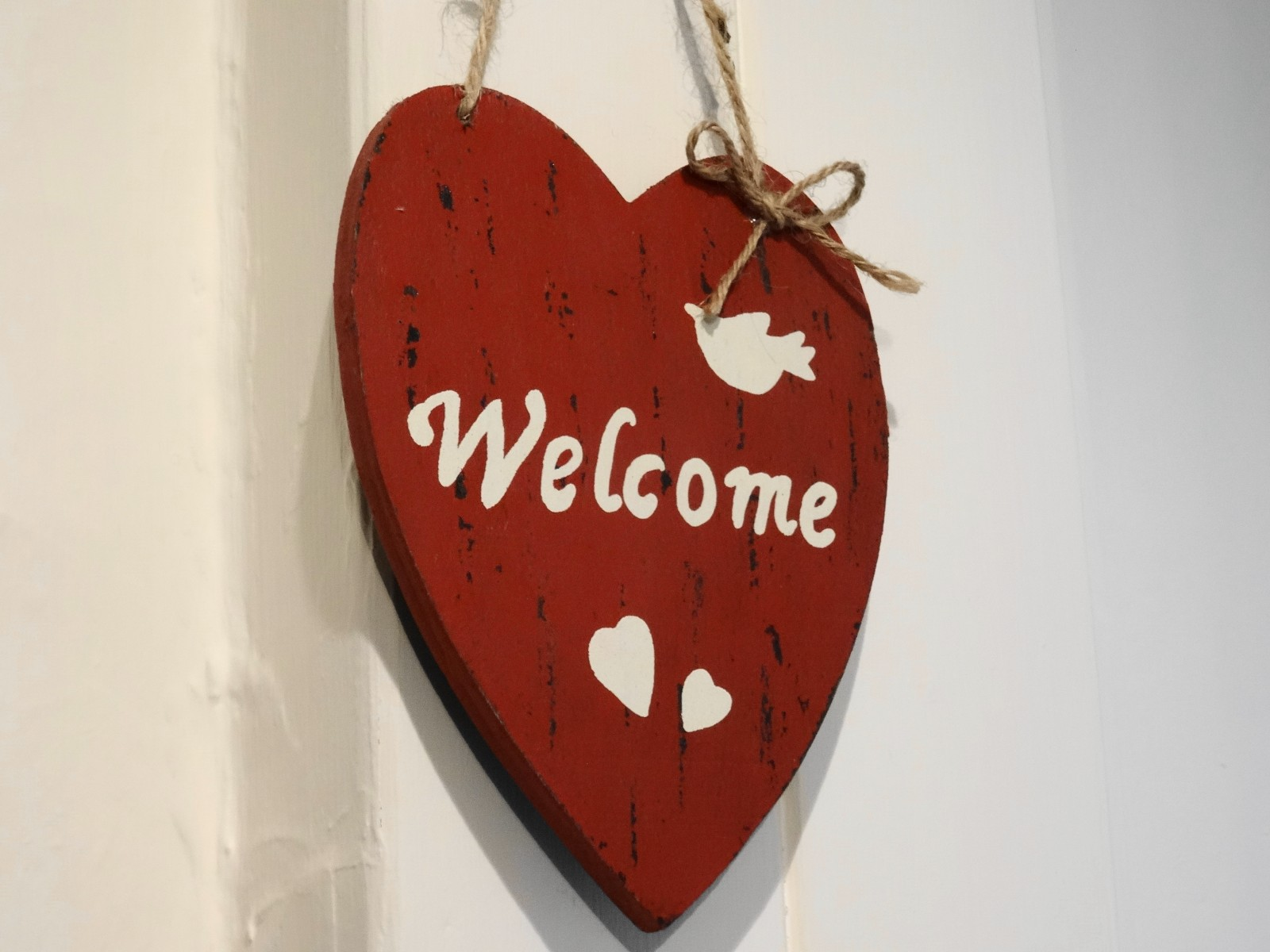 Picture hanging welcome heart