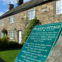 Pic Eyam plague cottages